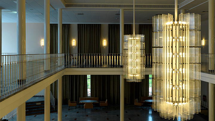 Chandeliers create a luxurious atmosphere with Philips chandelier lighting