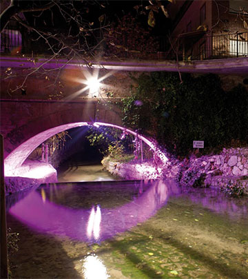 town-of-salobre-under-the-bridge-lighting