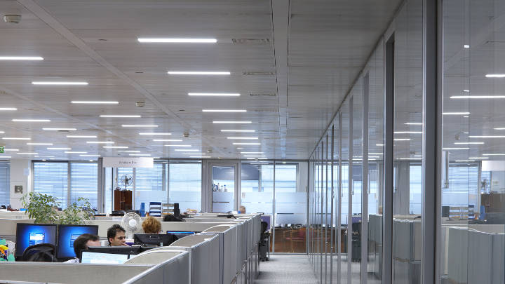 Lighting open office areas effectively with Philips office lighting