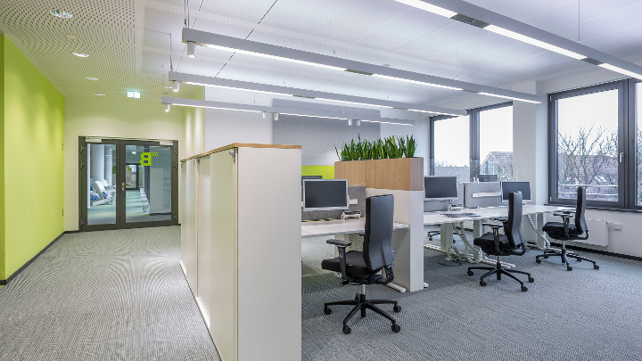 Philips office Hamburg Germany, open plan office, suspended luminaires