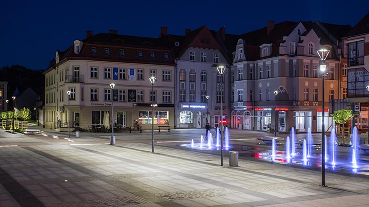 Find out how Philips Lighting helped to revitalize the Polish city of Szczecinek, using a classical lighting solution which improved the day and night time ambience of of the square for both residents and tourists