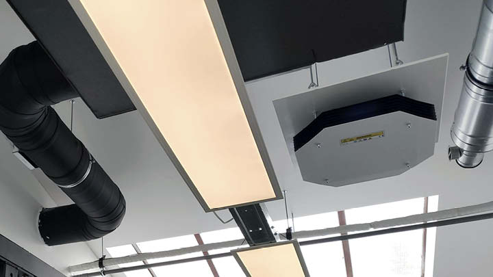 Philips UV-C disinfection upper air ceiling mounted in t' Klaslokaal