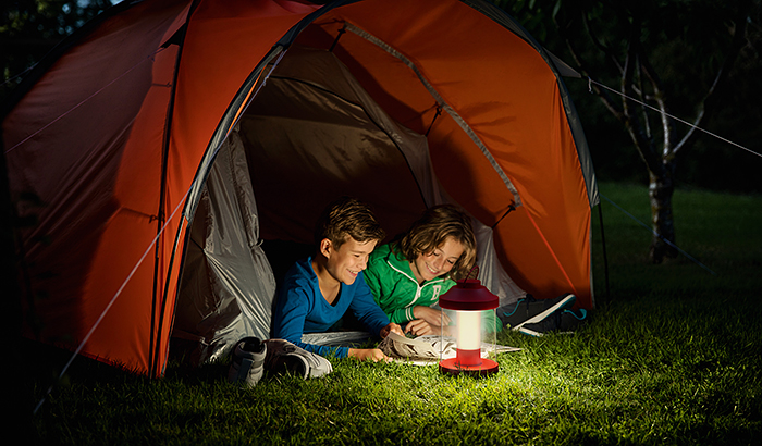 From backyard BBQ to park-side picnic – enjoy long outdoor evenings with the new Philips Abelia LED lantern