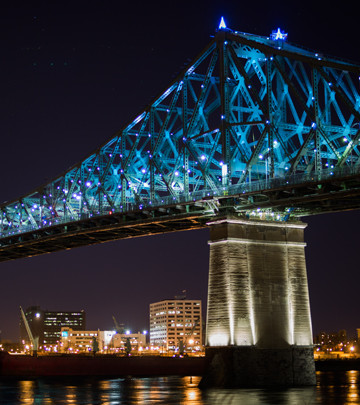 The Jacques Cartier bridge illuminates the night sky with a Philips LED lighting system