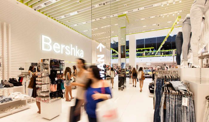 A brightly-lit and spacious Bershka showroom features sustainable and eco-friendly elements | Bershka store lighting